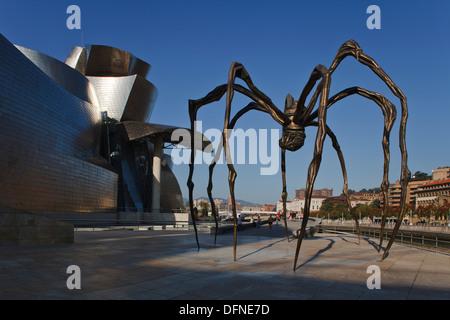 Skulptur von Mama Spinne vor dem Guggenheim-Museum für moderne und zeitgenössische Kunst, Bilbao, Provinz Biskaia baskischen Land