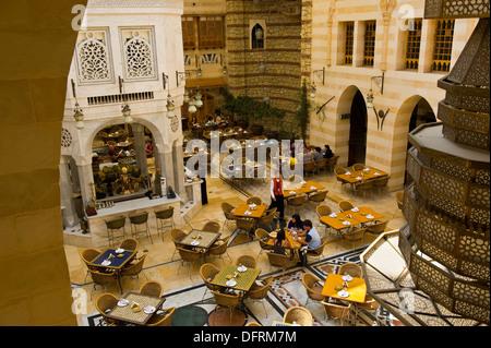 Ein Restaurant im Souk Khan Murjan, Wafi City Mall ein Egptian unter dem Motto Mall, Dubai, Vereinigte Arabische - Stockfoto