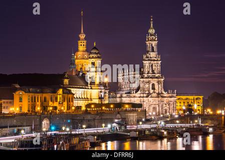 Dresden, Deutschland Stadtbild über die Elbe. - Stockfoto