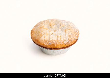 Eine süße Weihnachten Mince Pie auf weißem Hintergrund. - Stockfoto