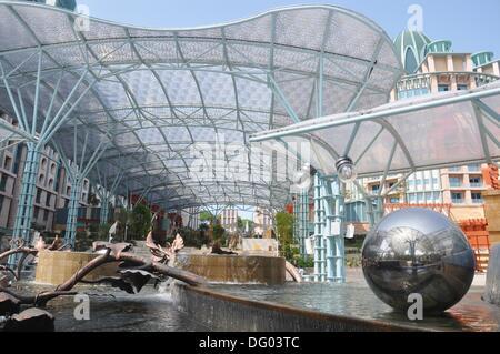 Singapur: neue Strukturen durch die Universal Studios in Sentosa island - Stockfoto