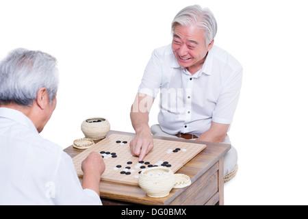 Männliche Senioren Freunde spielen gehen - Stockfoto