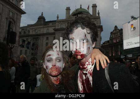 Piccadilly Circus ist während der jährlichen Zombie-Invasion von London zugunsten von St. MungoÕs, Wohltätigkeitsorganisation - Stockfoto