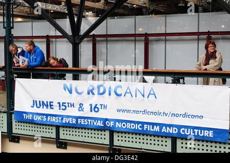 London UK, 13. Oktober 2013: Banner Förderer der nordischen Flim-Festival im Tabak Dock London Credit: siehe Li/Alamy - Stockfoto