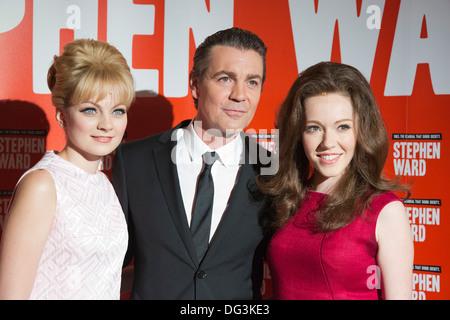 Charlotte Blackledge, Alexander Hanson und Charlotte Spencer. Pressevorstellung des musikalischen Stephen Ward von - Stockfoto