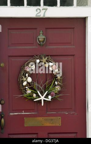 Kranz auf eine Tür, Plymouth, MA - Stockfoto