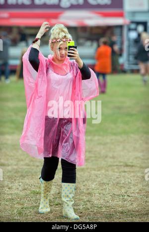 Das Reading Festival - passt ein Musik-Fan ihr Haar warm für die Hauptphase Aug 2013 - Stockfoto