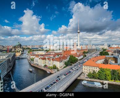 Berlin, Deutschland von oben der Spree gesehen. - Stockfoto