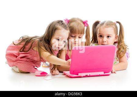 Gruppe von Kinder Freunden am laptop - Stockfoto