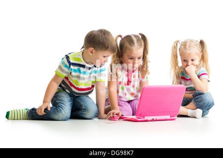 Gruppe Kinder Freunde arbeiten am laptop - Stockfoto