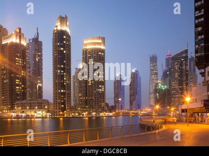 Wolkenkratzer in Dubai Marina, Dubai, Vereinigte Arabische Emirate - Stockfoto