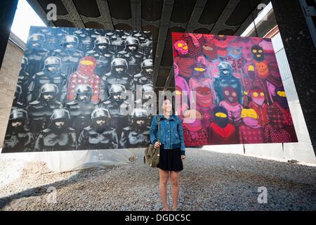 New York, USA. 18. Oktober 2013. Streetart-Fans strömen in West Chelsea Galerie Szeneviertel in New York die 18. - Stockfoto