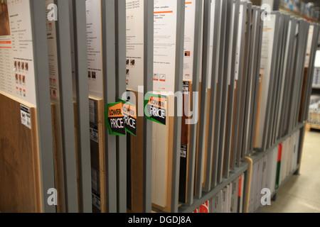 3D · Hartholz  Und Laminatböden Muster Auf Dem Display In The Home Depot,  Kitchener, Ontario