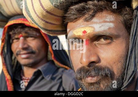 Sabrimala Pilger aus Karnataka Besuch in Mysore auf ihrer Wallfahrt, Indien, Asien - Stockfoto