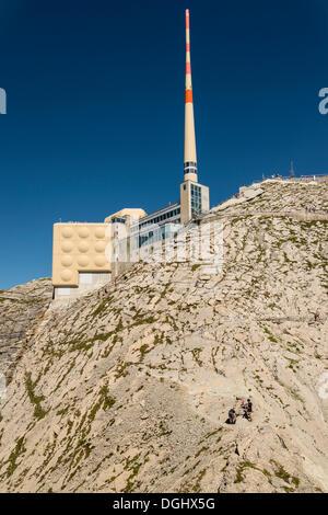 Gipfelrestaurant und Antenne am Berg Säntis, erkundet, Säntis, Kanton Appenzell Ausserrhoden, Schweiz - Stockfoto