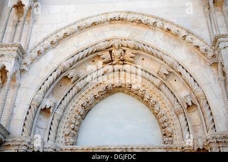Westfassade der Kathedrale von St James in Sibenik, Kroatien, Europa - Stockfoto