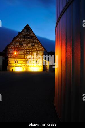 museum f r kulturgeschichte museum geb ude mit teile der mittelalterlichen stadtmauer und turm. Black Bedroom Furniture Sets. Home Design Ideas