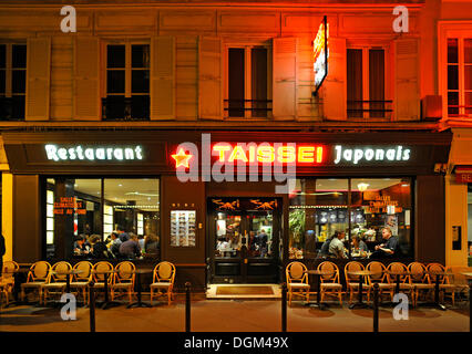 Nachtaufnahme, japanisches Sushirestaurant, Gaité Theater District, Paris, Frankreich, Europa - Stockfoto