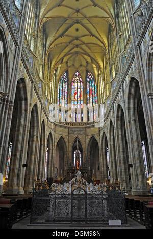 Kirchenschiff, gotische St. Vitus Cathedral, Prager Burg Hradschin Burgviertel, Prag, Böhmen, Tschechische Republik, - Stockfoto