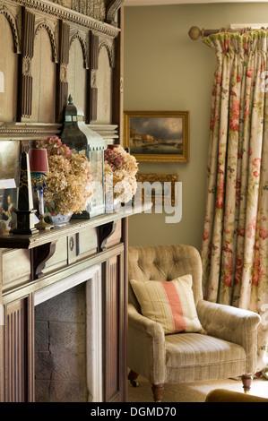 Edwardian Style Salon im Hause der Stoff-Designer Richard Smith in ...