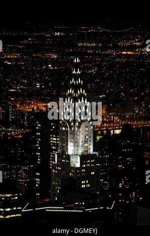 Chrysler Building gesehen vom Empire State Building bei Nacht, Manhattan, New York City, New York, USA, Nordamerika Stockfoto