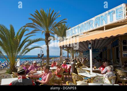 Restaurant an der Strandpromenade von Playa de Las Vistas, Los Cristianos, Teneriffa, Spanien, Europa - Stockfoto