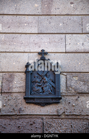 Sechste Station des Kreuzweges Plaque an Wand in Cagliari auf Sardinien - Stockfoto