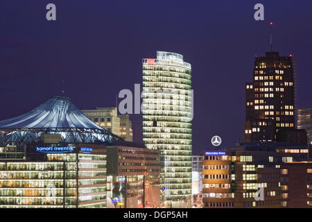 Quadratisch mit DB-Tower, Sony Center und Kollhoff Tower, Berlin Potsdamer Platz - Stockfoto