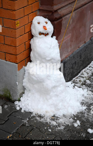 Städtischen Schneemann, Winter in Frankfurt Am Main, Hessen - Stockfoto