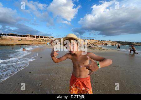 Junge Rapper am Strand vor Cala Comte, Platges de Comte, Ibiza, wurden Inseln oder Inseln, Balearen - Stockfoto