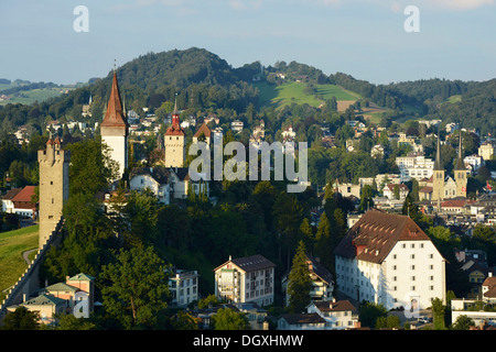 luzern ansicht mit den musegg wand t rmen hinten stockfoto bild 66163544 alamy. Black Bedroom Furniture Sets. Home Design Ideas