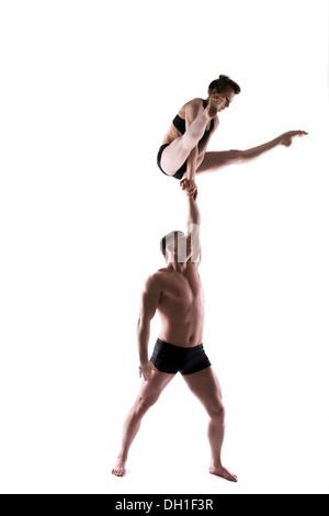 Junge sportliche Menschen posiert im studio - Stockfoto