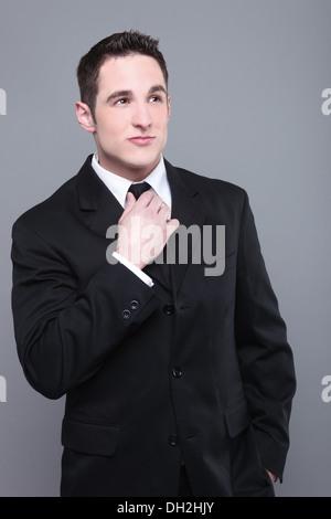 Porträt eines lächelnden jungen Geschäftsmannes - Stockfoto