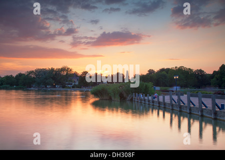 Fähranleger bei Sonnenuntergang, Keszthely, Plattensee, Ungarn - Stockfoto