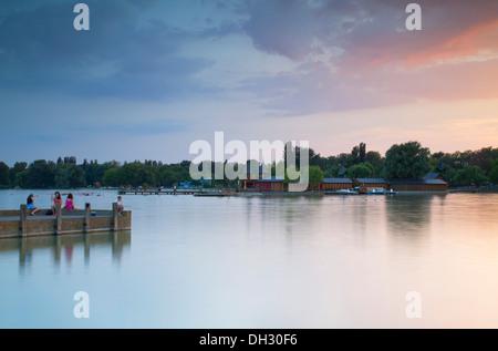 Pier auf Keszthely Strand, Keszthely, Plattensee, Ungarn - Stockfoto