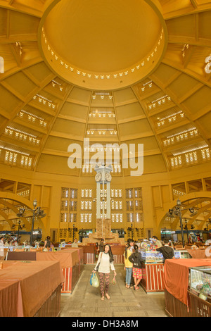 Innere des Art-Deco-Psar Thmei Central Market, Phnom Penh, Kambodscha - Stockfoto