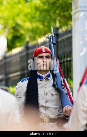 Evzone, Präsidenten zu schützen, während die Wachablösung hinter dem Parlament am Syntagma-Platz, Athen, Griechenland, - Stockfoto