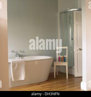 Glas Duschkabine Neben Badewanne Im Modernen Schiefer Geflieste