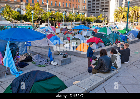 18. November 2011: Occupy Wall Street San Francisco Demonstranten Zelte auf der Embarcadero - San Francisco, Kalifornien, - Stockfoto