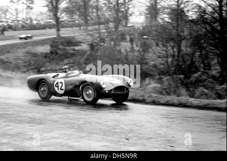 Peter Collins fahren ein Aston Martin DB3S, finishing 8. in der British Empire Trophy, Oulton Park, England 2. April - Stockfoto