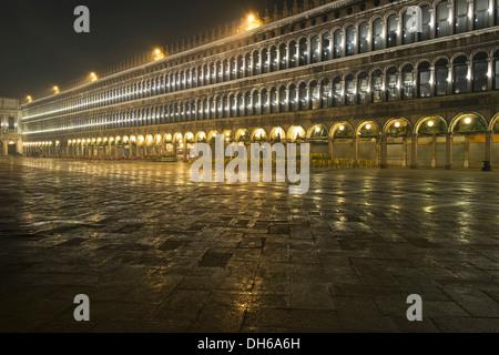 Der procuratie am Morgen, Piazza San Marco, st. Mark's Square, Venedig, Venezia, Veneto, Italien - Stockfoto