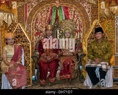 Minangkabau Hochzeit Partei, Cupek, West-Sumatra Province, Sumatra, Indonesien - Stockfoto