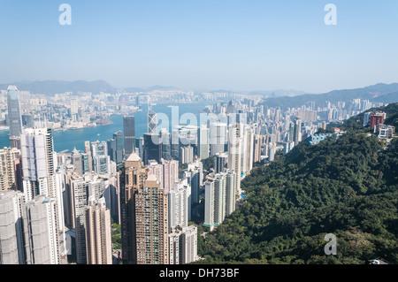 Blick auf Hong Kong Central von oben auf den Victoria Peak. - Stockfoto