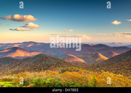 Blue Ridge Mountains in der Abenddämmerung in North Georgia, USA. - Stockfoto