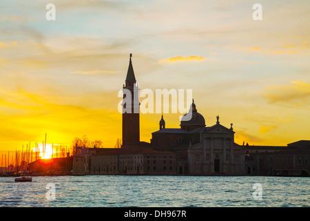Basilica Di San Giogio Maggiore in Venedig bei Sonnenaufgang - Stockfoto