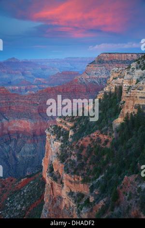 Yavapai Point bei Sonnenuntergang, Grand Canyon Nationalpark in Arizona. - Stockfoto
