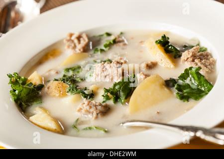 Wurst und Kale Tuscana Suppe mit Kartoffel Vorspeise - Stockfoto