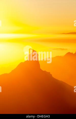 Roque Bentayga und Teneriffa in Ferne, Gran Canaria, Kanarische Inseln, Spanien, Atlantik, Europa - Stockfoto