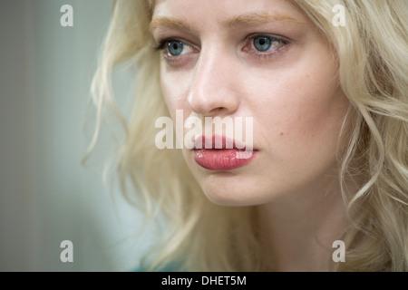 Junge Frau, die traurig - Stockfoto