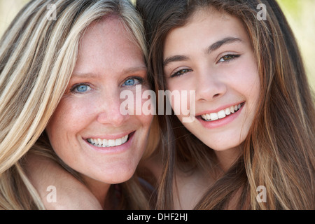 Porträt von Mutter und Tochter - Stockfoto